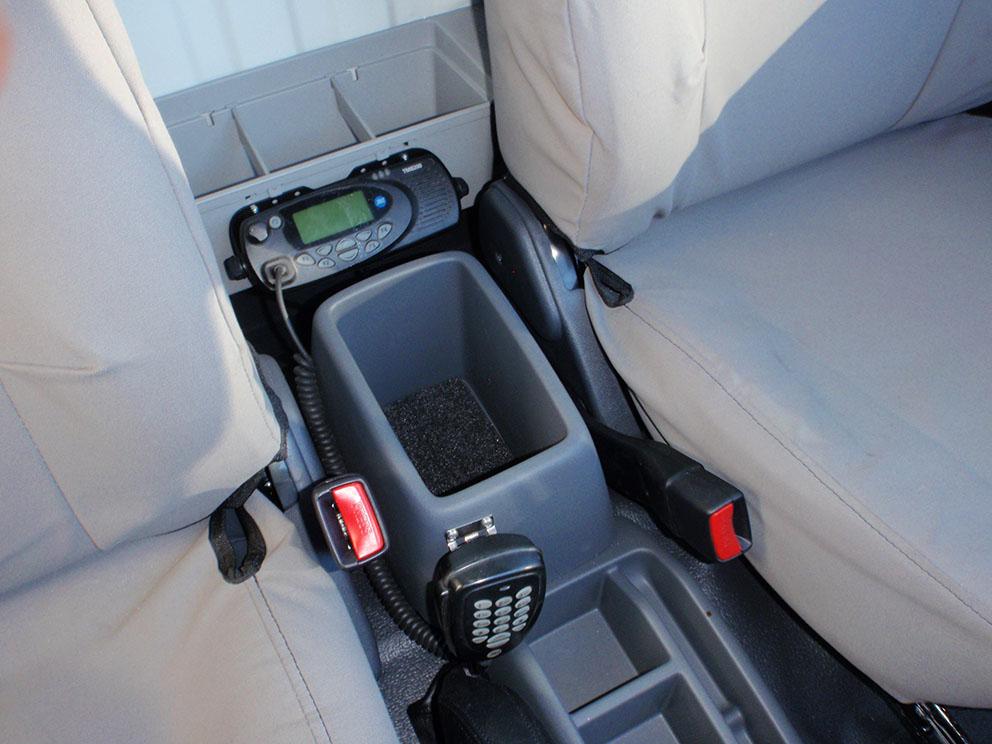 79 Toyota Landcruiser Fitout - VHF radio