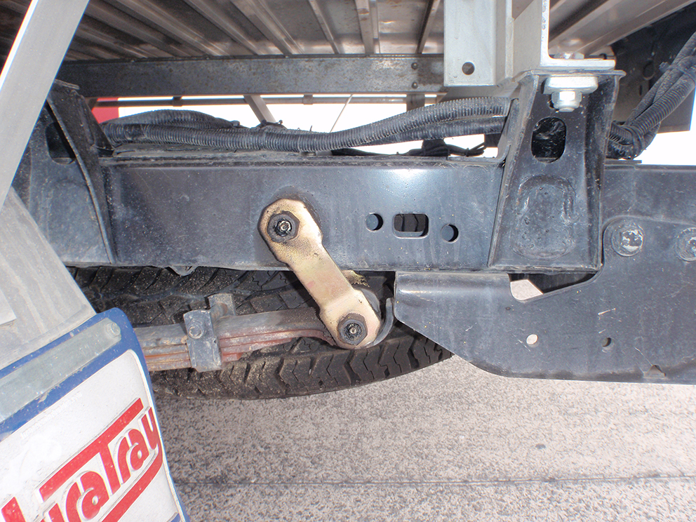 Toyota Hilux Suspension Upgrade - shackle angle before