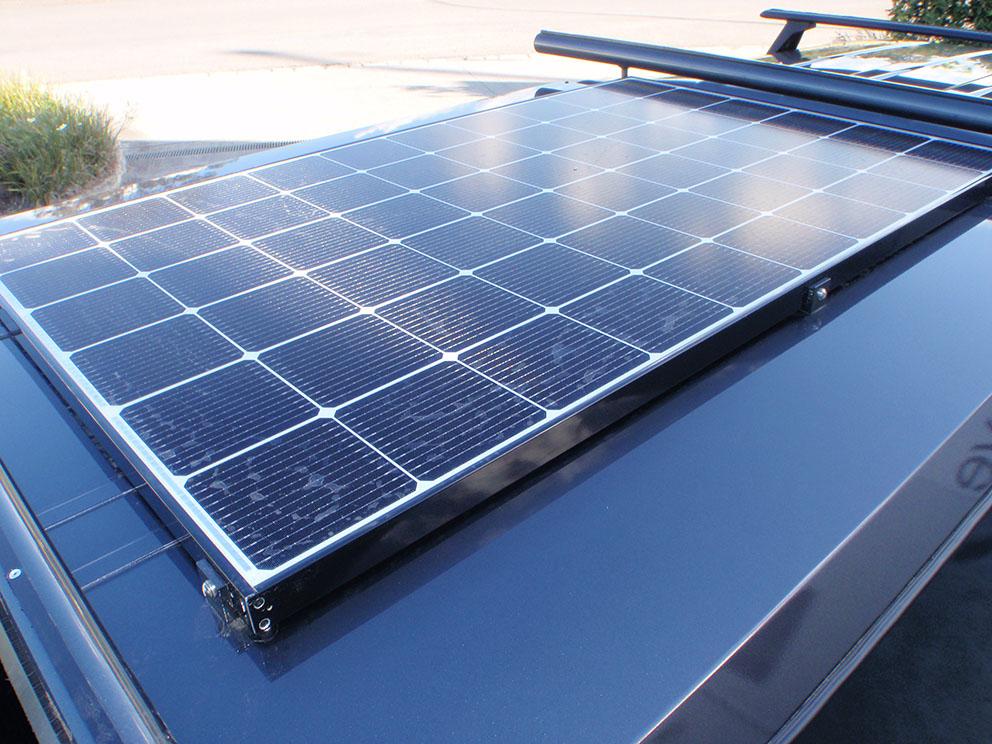 Landcruiser 79 solar panel